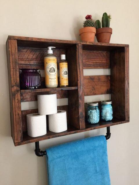 Προσθέστε διακοσμητικά από ξύλο στο μπάνιο σας