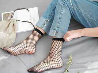 Κεφάλαιο Κάλτσες:Tο 2018 θα τις φορέσουμε όπως δεν τις έχουμε ξαναφορέσει