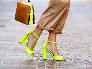 Τα κίτρινα ψηλοτάκουνα πέδιλα και πώς να τα φορέσεις